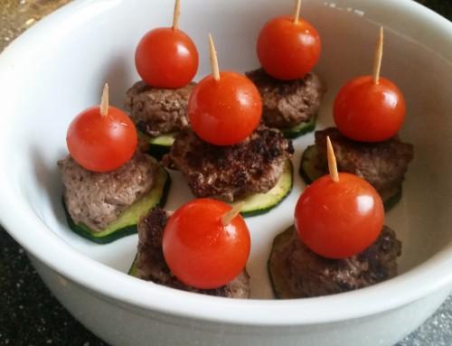 Hamburgertjes met courgette en tomaat