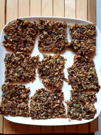 lijnzaadcrackers met pitten en geraspte kaas - what 2 eat - recepten