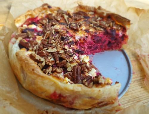 Rode bietentaart met feta en pecannoten